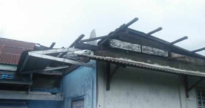 Rumah Warga yang rusak akibat Puting Beliung di Kerinci.