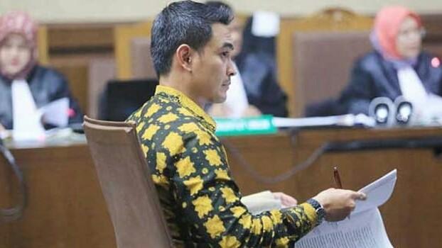 Zumi Zola saat menjalani sidang dakwaan di Pengadilan Tipikor, Jakarta, beberapa waktu lalu. Foto Fedrik Tarigan/Jawa Pos