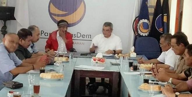 Ketua tim kampanye daerah pasangan Joko Widodo-Maruf Amin, Agus Roni memimpin pertemuan bersama parpol pengusung dan pendukung.