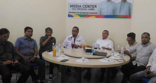 Wakil Direktur Saksi TKN Lukman Edy bersama TKD Jambi menggelar jumpa pers persiapan pengukuhan tim dan relawan, Rabu (12/12) kemarin.