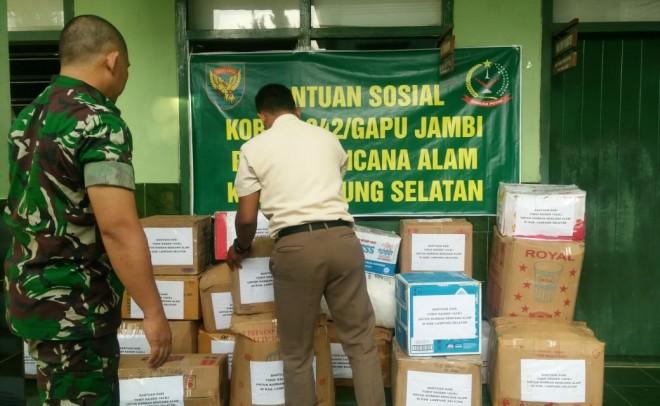 Bantuan sosial bencana alam Tsunami yang digalang Korem 042/Gapu akan dikirimkan ke Lampung Selatan. Foto : Ist For Jambi Update
