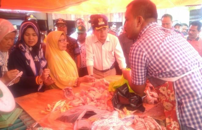 Bupati Kerinci Bersama Kapolres dan Dandim Sidak Pasar Tradisional. Foto : Gusnadi / Jambiupdate
