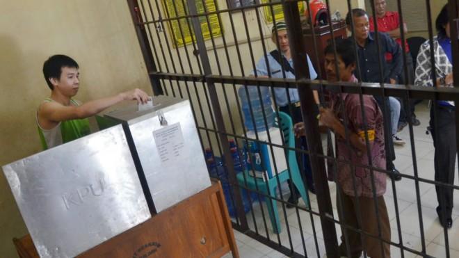 FOTO : DOK/JE PEMILU : Tahanan Polda Jambi ikut menggunakan hak pilihnya pada Pemilukada 2015 lalu. Hadapi Pemilu 2019, uji biometrik tidak bisa dilakukan penyelenggara.