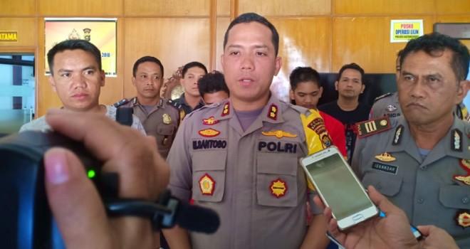 Kapolres Batanghari, AKBP Mohammad Santoso saat pres release penangkapan tersangka Saripudin di Mapolres Batanghari, Senin (7/1) lalu. Foto : Reza / Jambiupdate