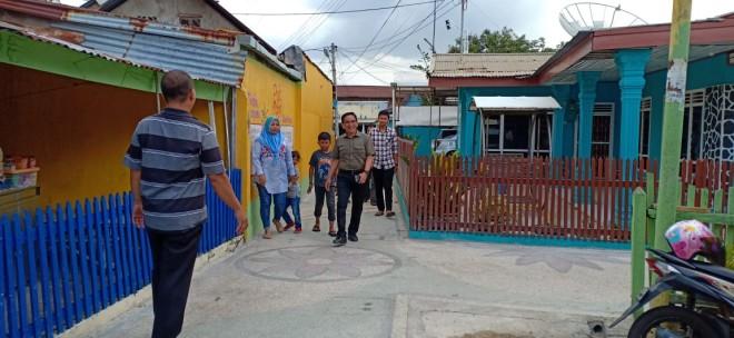 Anggota DPR RI Dapil Jambi, H Bakri saat blusukan ke perkampungan masyarakat. Foto : Ist
