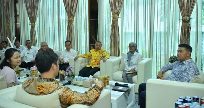Walikota Jambi Syarif Fasha saat menerima kunjungan kerja Konsulat Jenderal Tiongkok di Rumah Dinas Walikota Jambi, Griya Mayang, Rabu (9/1). Foto : Ist For Jambiupdate
