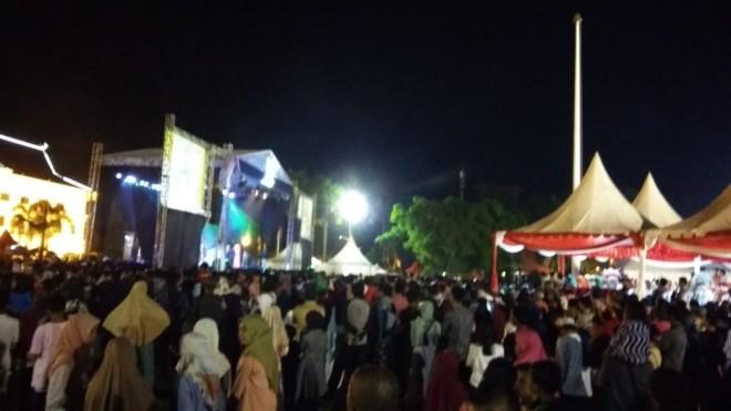 Penampilan Lesty Bersama Rizky Rido Pukau Ribuan Warga Jambi. Foto : Safwan / Jambiupdate