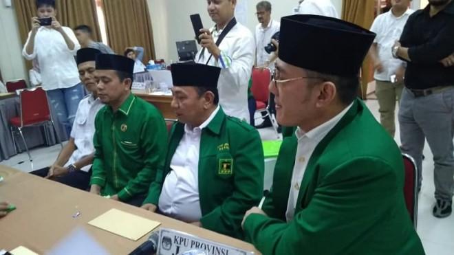 FAIZARMAN/JE PARPOL : Pengurus DPW PPP Provinsi Jambi mendaftarkan diri sebagai peserta Pemilu. Ditetapkan sebagai tersangka, Ketua DPC PPP Kota Jambi mengundurkan diri.