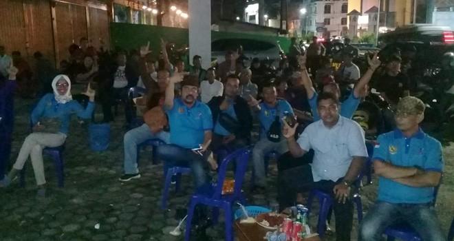 Nobar debat capres dan cawapres di Sekretaria RSI Jambi di Jalan MH Thamrin kel. Beringin Pasar Jambi Selatan. Kamis (17/1). Foto : Iwan / Jambiupdate