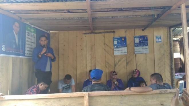 Calon anggota DPR RI Dapil Jambi, Dipo Nurhadi Ilham memberikan sambutan dalam dialog untuk menyerap aspirasi suku anak dalam (SAD). Foto : Ist