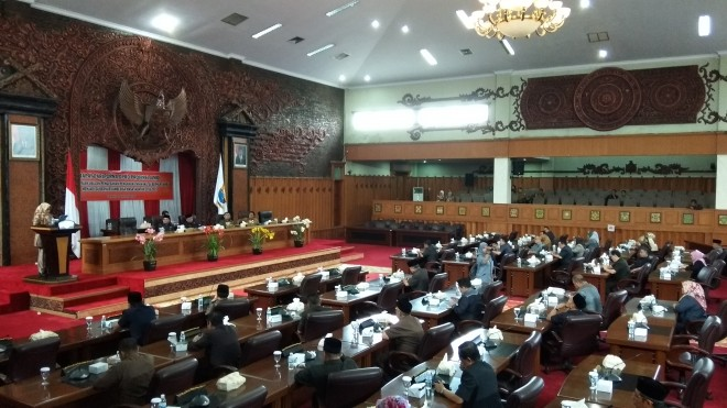 Rapat Paripurna penyampaian usulan pengesahan pengangkatan Wakil Gubernur Jambi menjadi Gubernur Jambi masa jabatan 2016-2021.