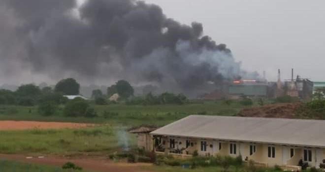 Kebakaran terjadi di Perusahan Kelapa Sawit (PKS) Sungai Bahar Pasifik Utama (SBPU) yang berada di Desa Niaso, Kecamatan Marosebo, Kabupaten Muaro Jambi. Foto : Ist