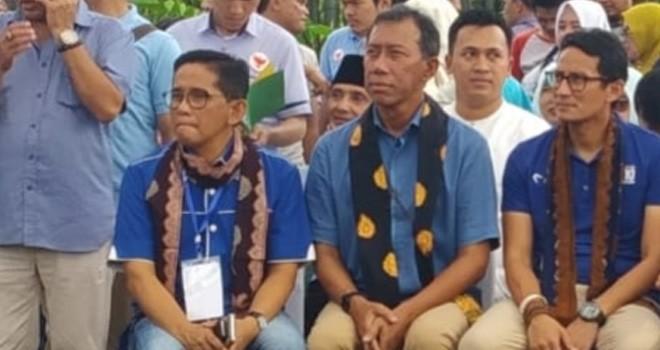 H Bakri saat duduk bersama Calon Wakil Presiden (Cawapres), Sandiaga Salahuddin Uno. Foto : Ist