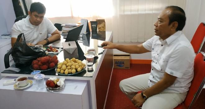 Mantan Kadis Pendidikan Provinsi Jambi, Rahmat Derita saat diperiksa oleh penyidik kepolisian terkait kasus dugaan pelanggaran pemilu. Foto : Ist