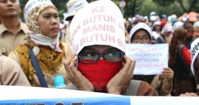Aksi unjuk rasa Honorer K2. Foto : JPNN