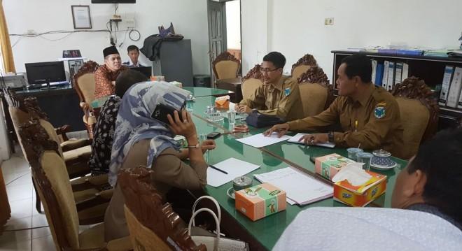 Komisi III dan PUPR Batanghari Minta Jalan Nasional Segera Diperbaiki. Foto : Reza / Jambiupdate