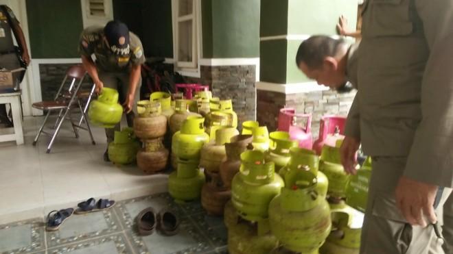 Rumah Mewah Penjual Gas Subsidi Ilegal di Puri Mayang di Gerebek Satpol PP. Foto : Hafiz / Jambiupdate