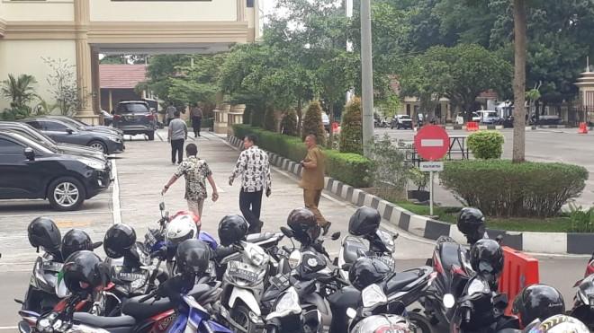 Muhamadiyah saat Keluar dari Ruangan Pemeriksaan. Foto : Doni / Jambiupdate