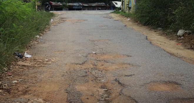 Kondisi salah satu jalan di Kota Jambi aspalnya terkelupas dan butuh perbaikan. Foto : Ist
