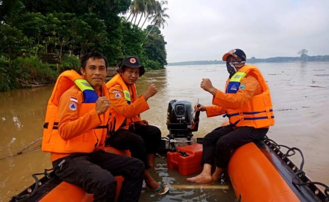 BPBD Batanghari Terus Melakukan Pencarian Korban Tenggelam Di Desa Kuap. Foto : Reza / Jambiupdate