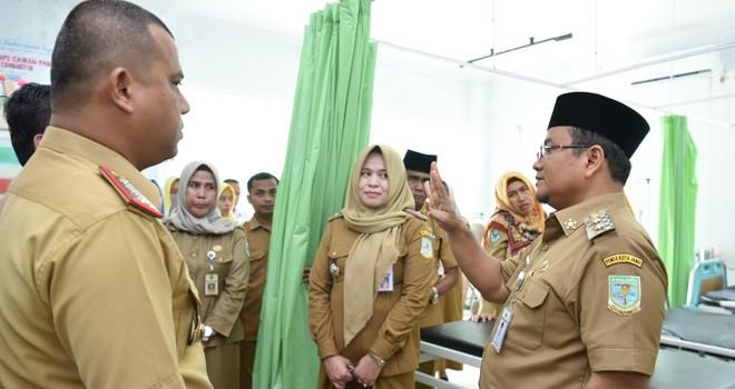 Wakil Walikota Maulana Jambi saat melihat langusung kondisi RS Abdurrahman Sayoeti beberapa waktu lalu. RS tersebut belum bisa melakukan kerjasama dengan BPJS Kesehatan. Foto : Ist For Jambiupdate