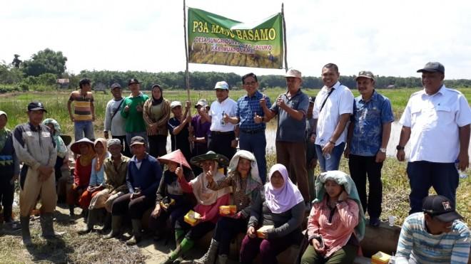Temui Petani Padi di Jaluko, Bakri Tegaskan Akan Terus Perjuangkan Irigasi Sawah di Senayan. Foto : Ist