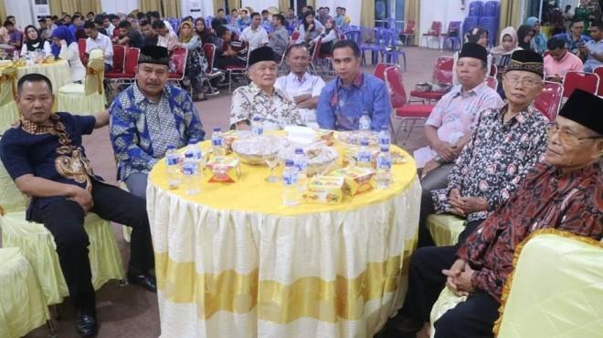 Dipo Nurhadi Ilham bersama sejumlah tokoh sepuh Kerinci. Foto : Ist