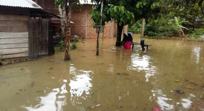 Kondisi banjir di Kecamatan Batang Asai, Rabu (27/2). Foto  : Hadinata / Jambiupdate