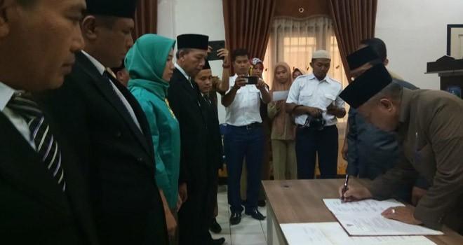 Sekda Sarolangun, saat melantik 14 pejabat Eselon IV di Pemkab Sarolangun, di ruang aula Kantor Dinas PUPR Sarolangun.Senin (4/3). Foto : Hadinata / Jambiupdate