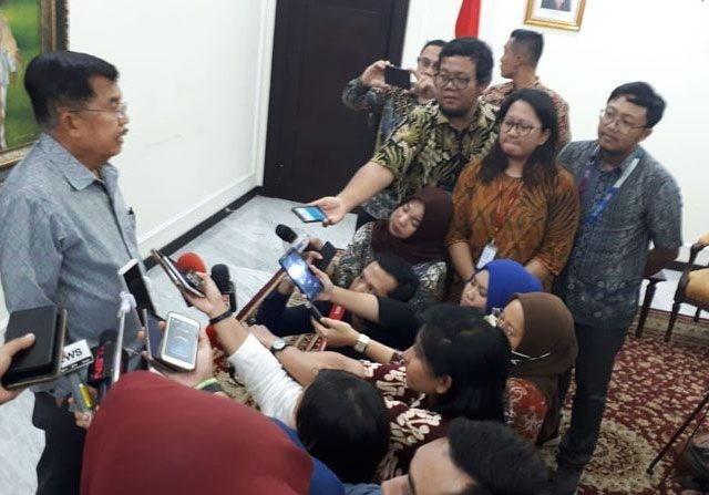 Wapres Jusuf Kalla memberikan penjelasan kepada wartawan di Kantor Wakil Presiden Jl Merdeka Utara Jakarta Pusat (5/3). (Humas Setwapres)