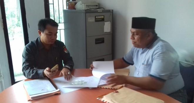 Perwakilan ke-7 Caleg Sarolangun mengajukan berkas gugatan ke Bawaslu. Foto : Hadinata / Jambiupdate