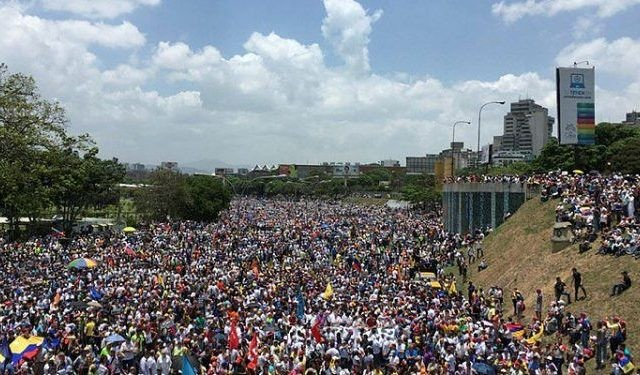 Saat ini kondisi Venezuela sedang krisis parah baik ekonomi maupun politik (Nelson)