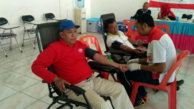 SOSIAL : Aksi donor darah yang dilaksanakan di kampus STIE Jambi, sebagai bentuk kegiatan sosial terhadap masyarakat yang membutuhkan darah (9/3).