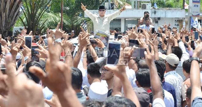 Kedatangan Capres Prabowo Subianto saat disambut Ribuan Masyarakat Jambi. Foto : M Ridwan / Jambi Ekspres