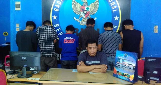 Kabid Pemberantasan BNNP Provinsi Jambi AKBP Agus Setiawan saat merilis peredaran narkoba di Provinsi Jambi beserta tangkapannya. Foto : Ist