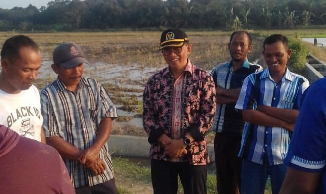 Bakri Serap Aspirasi Para Petani di Batang Asam Tanjabtim. Foto : Ist