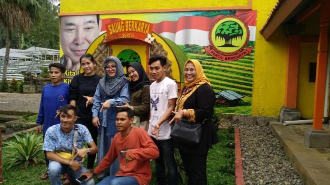 Saung Berkarya di Hambalang, Kabupaten Bogor.