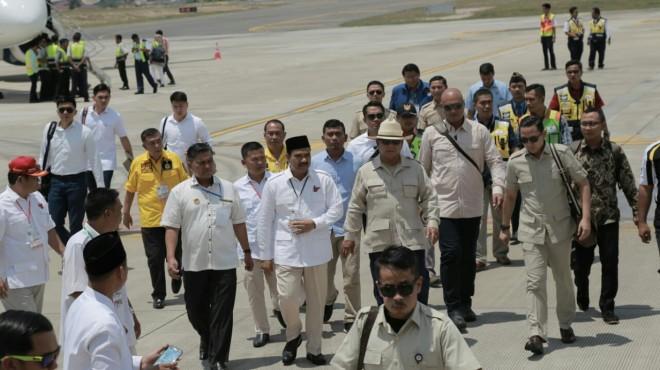 Ketua DPD Gerindra Provinsi Jambi Sutan Adil Hendra (SAH) saat menyambut Kedatangan Capres Prabowo Subianto.