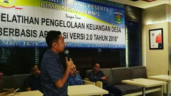 Ketua DPRD Kota Sungai Penuh Fikar Azami, saat membuka Bimbingan Teknis Pengelolaan Dana Desa berbasis Aplikasi 2.0,  Kamis (21/03/2019).