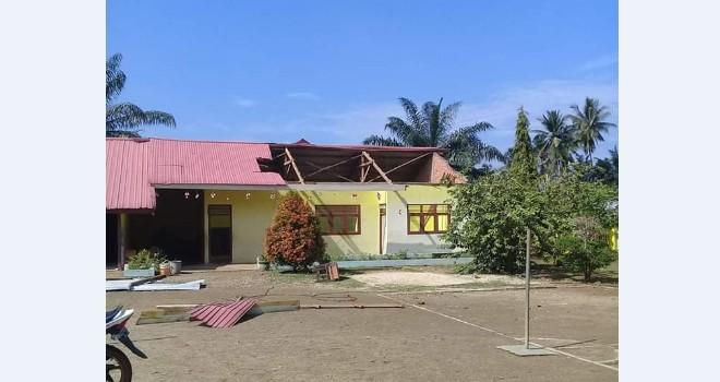 Angin Kencang Rusak Ratusan Rumah di Bungo. Foto : Ist