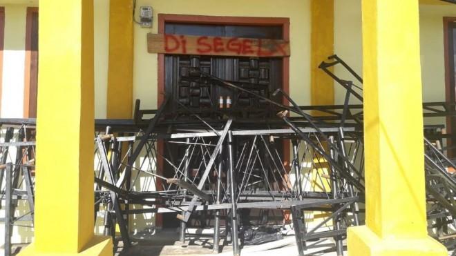 Terlihat Kantor Kades Pinggir Air Disegel. Foto : Gusnadi / Jambiupdate