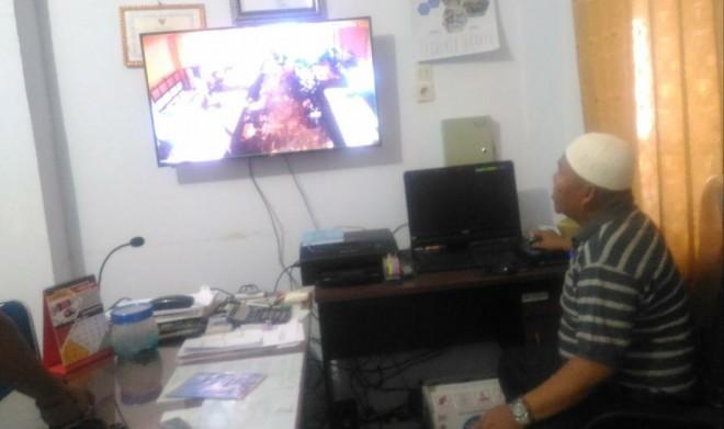 Kabid Pengelolaan Pasar di Dinas Perindag Kota Sungaipenuh, Dedi Iryanto, saat memantau Pasar Tajung Bajure. Foto : Gusnadi / Jambiupdate