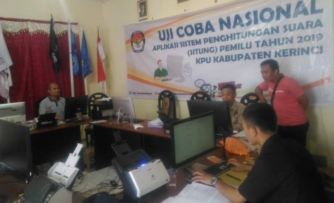 KPU Kerinci Mulai Uji Coba Aplikasi Situng Tahap 2. Foto : Gusnadi / Jambiupdate