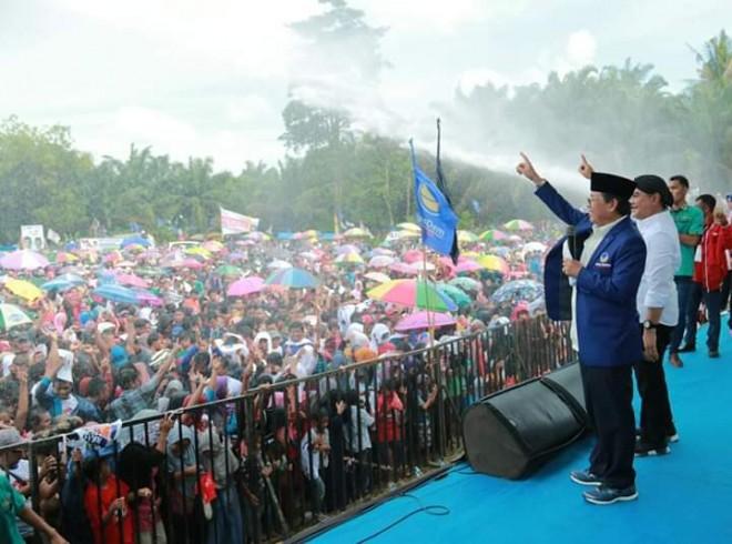 Fachrori Umar berorasi di dampingi Agus S Roni saat kampanye Jokowi-Amin di Bungo