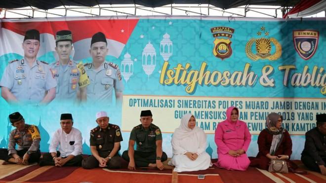 Bupati Muaro Jambi Hj Masnah Busro SE,  saat acara Istighosah dan Tabligh Akbar yang dilaksanakan oleh Polres Muaro Jambi pada Sabtu (6/4)
