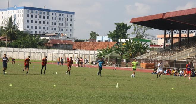 Proses seleksi pemain di stadion Tri Lomba Juang KONI kemarin dari tanggal 5 - 7 April 2019. Foto : Ist