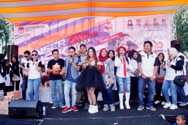 Ribuan Masyarakat Antusias Ikuti Pemilu Run dan Konser Musik KPU Tebo 2019. Foto : Ist