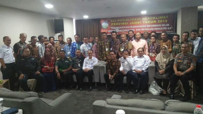 Pendidikan Kilat (Diklat) klimatologi untuk para petani, bersama H Bakri.