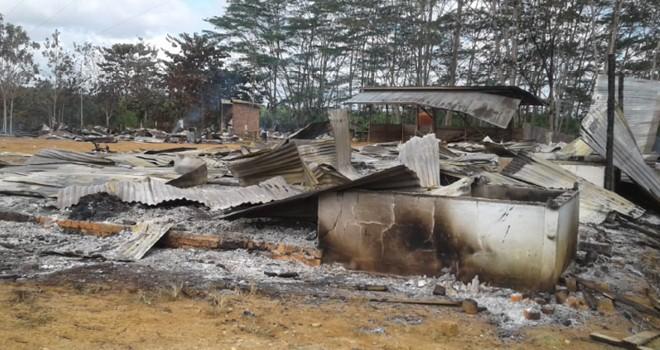 Puing puing sisa kebakaran perumahan karyawan PT. Samhutani. Foto : Ist