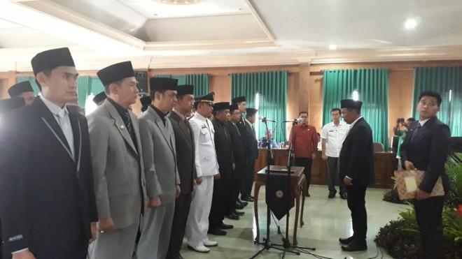 26 pejabat Eselon saat pengambilan sumpah jabatan. Foto : Maulana / Jambiupdate